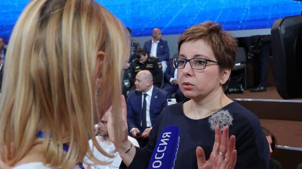 Нюта Федермессер в Гостином дворе перед началом ежегодной специальной программы Прямая линия с Владимиром Путиным