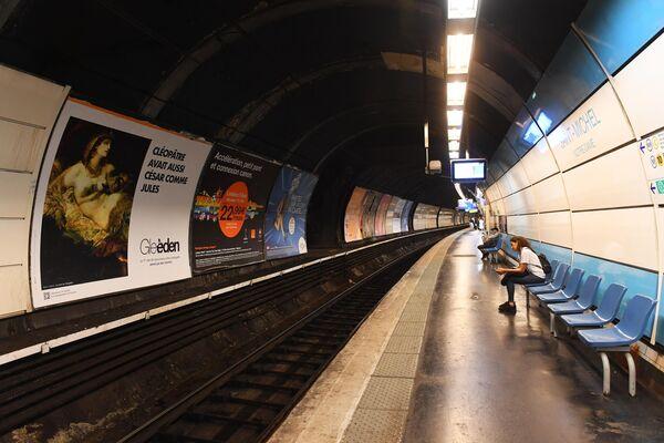 Станция Парижского метрополитена Сен-Мишель (Saint-Michel)