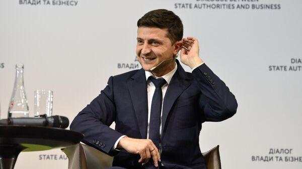 Президент Украины Владимир Зеленский во время встречи с представителями бизнеса на форуме Диалог власти и бизнеса в Киеве. 20 июня 2019