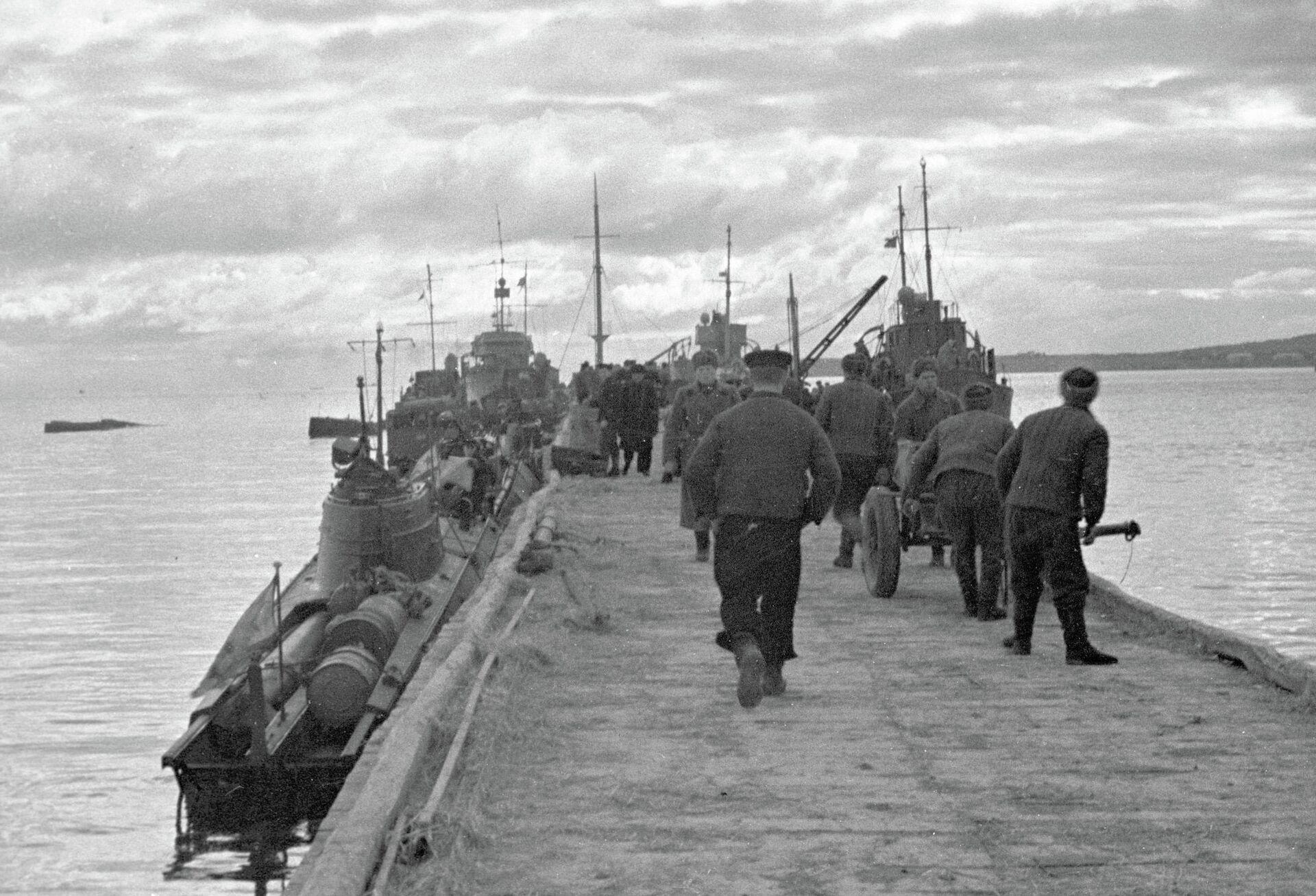 Десант морской пехоты готовится к высадке в районе Новороссийска - РИА Новости, 1920, 26.11.2020