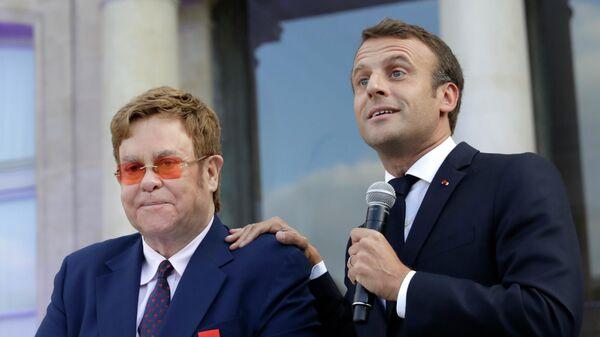 Выступление президента Франции Эммануэля Макрона и британского музыканта Элтон Джона в Париже. 21 июня 2019