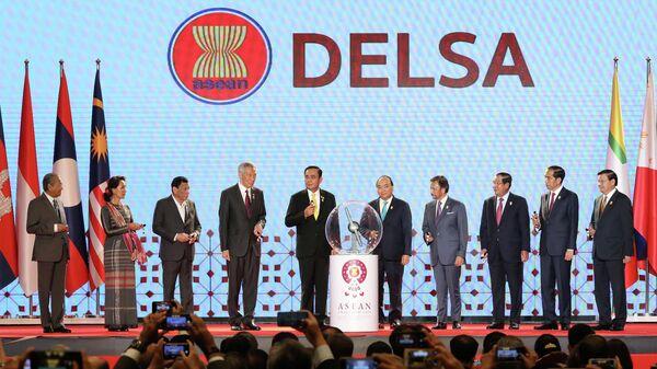 Лидеры десяти стран-членов Ассоциации государств Юго-Восточной Азии сцене во время церемонии открытия 34-го саммита АСЕАН в отеле Athenee в Бангкоке, Таиланд. 23 июня 2019