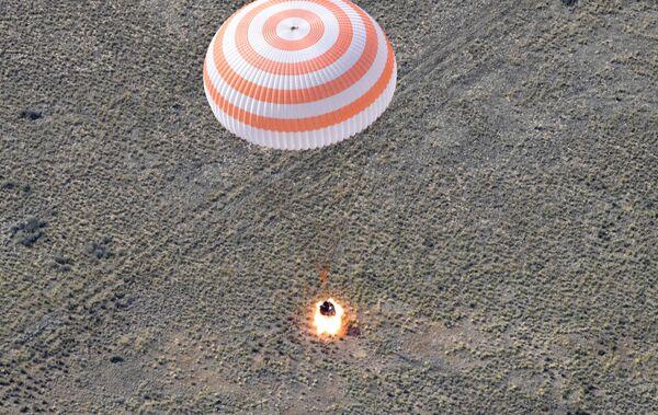 Посадка спускаемого аппарата транспортного пилотируемого корабля (ТПК) Союз МС-11 с международным экипажем длительных экспедиций МКС-58/59 недалеко от города Жезказган в Казахстане