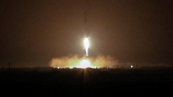 Возвращение ускорителей ракеты Falcon Heavy на мыс Канаверал, Флорида