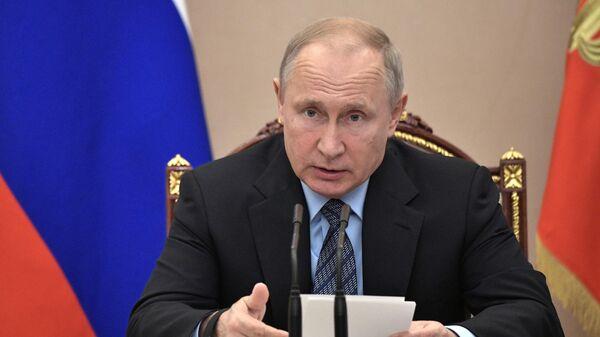 LIVE: Путин принимает участие в заседании Государственного совета в Кремле