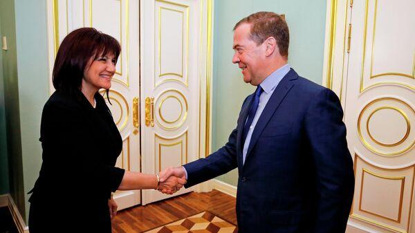 Председатель правительства РФ Дмитрий Медведев и председатель Народного Собрания Республики Болгарии Цвета Караянчева во время встречи. 26 июня 2019