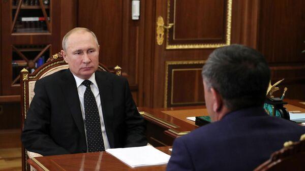 Президент РФ Владимир Путин и Юнус-Бек Евкуров во время встречи. 26 июня 2019