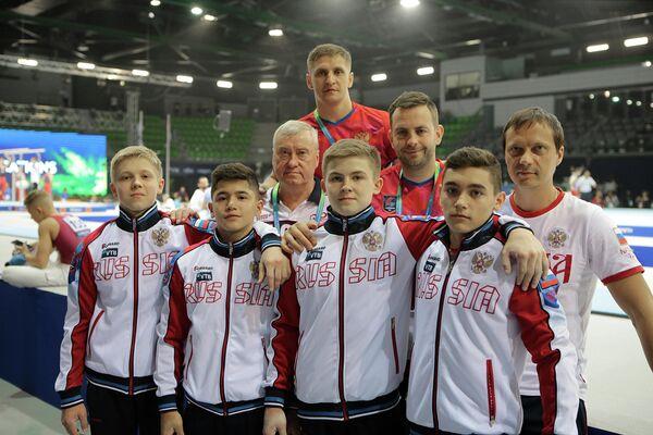 Российские гимнасты во время юниорского чемпионата мира