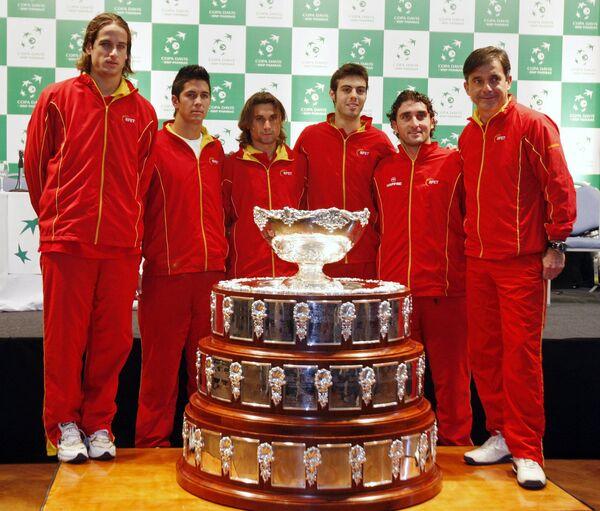 Сборная Испании по теннису на фоне Кубка Дэвиса перед финалом