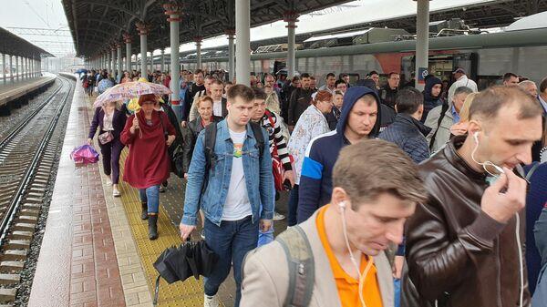 Обстановка на Ленинградском вокзале после сбоя в движении электропоездов на Ленинградском направлении Октябрьской железной дороги