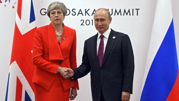 Президент РФ Владимир Путин и премьер-министр Великобритании Тереза Мэй во время встречи на полях саммита Группы двадцати в Осаке. 28 июня 2019
