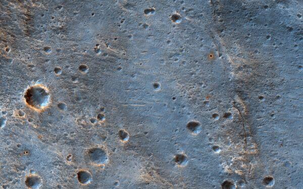 Кратер к юго-востоку от места посадки марсохода ExoMars 2020 в Oxia Palus