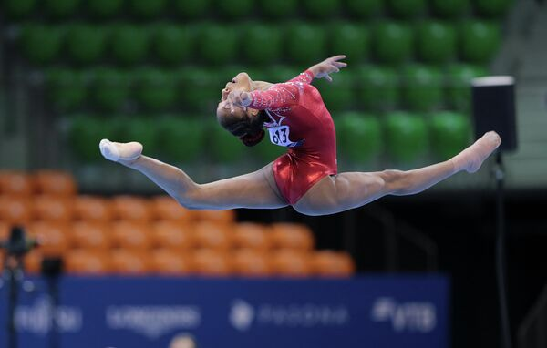 Американская спортсменка на чемпионате мира по спортивной гимнастике