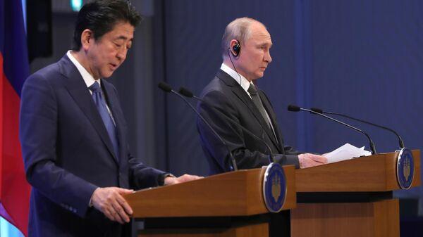 Президент РФ Владимир Путин с премьер-министром Японии Синдзо Абэ