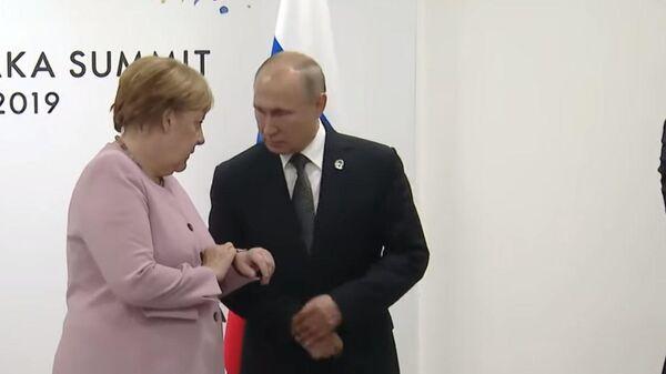 Путин подсказал потерявшейся Меркель
