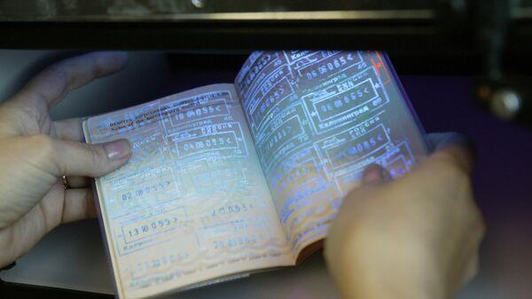 Паспортный контроль на пограничном пункте пропуска в Калининграде