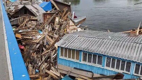 Кадры ликвидации последствий наводнения в Иркутской области