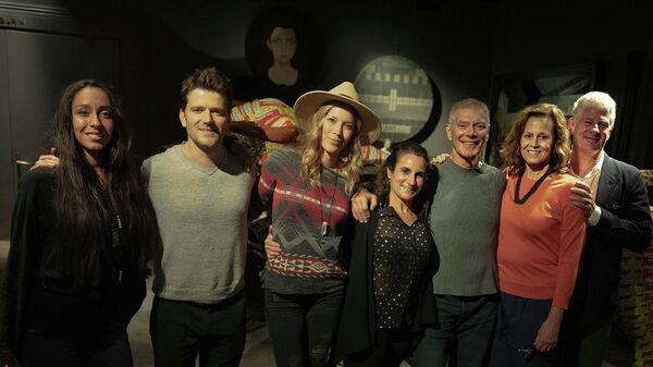 Актеры и съемочная группа фильма Аватар во время перерыва съемок в Новой Зеландии