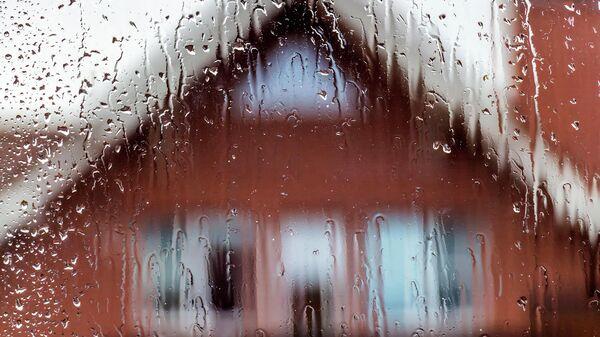 Вид из окна в дождливую погоду