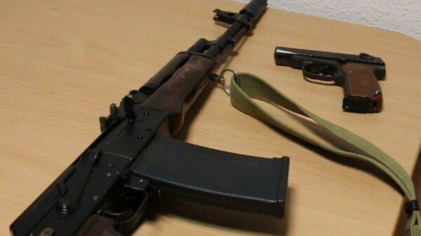 Оружие изъятое у участников стрельбы в ТРЦ Кристалл в Тюмени