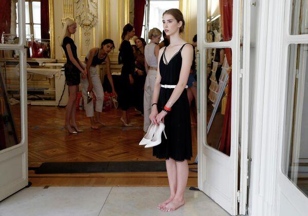 Модели перед показом Tamara Ralph и Michael Russo в рамках Недели высокой моды в Париже