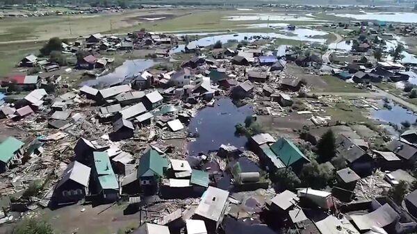 Поврежденные и разрушенные жилые дома в городе Тулун Иркутской области после паводка