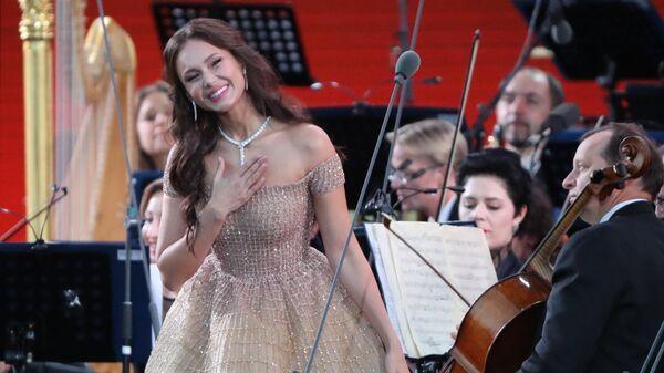 Оперная певица (сопрано) Аида Гарифуллина во время выступления на гала-концерте звёзд мировой оперной сцены
