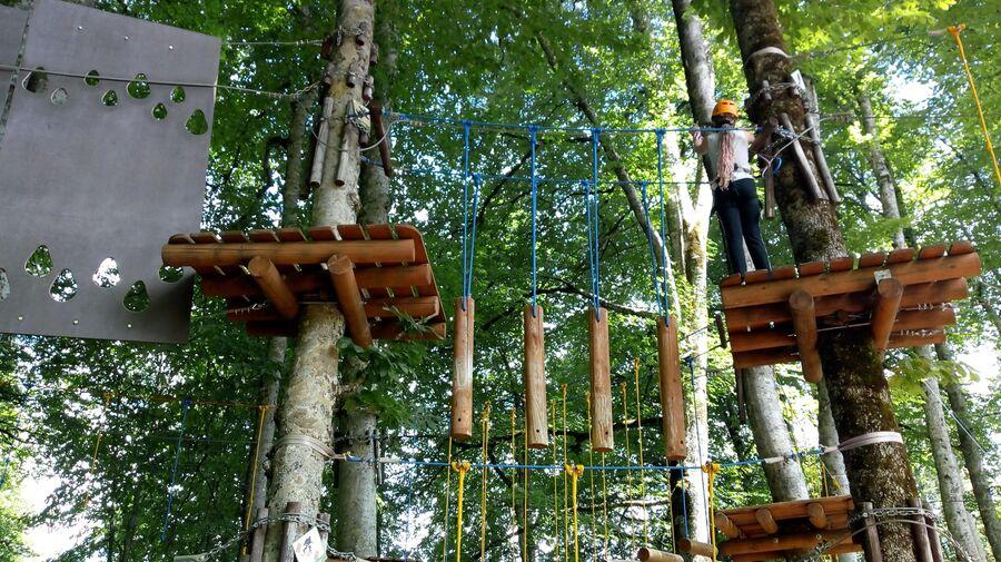 Полоса препятствий в веревочном парке Йети Джунгли