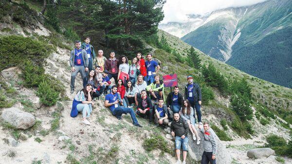 Добровольцы восстановили туристический маршрут к подножью Эльбруса