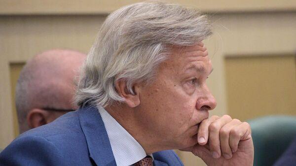 Председатель комиссии Совета Федерации РФ по информационной политике Алексей Пушков на заседании Совета Федерации РФ
