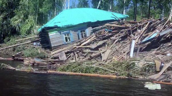 Жилой дом, пострадавший в результате подтопления в городе Тулун Иркутской области