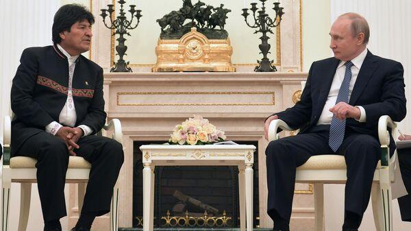 Президент РФ Владимир Путин и президент Боливии Эво Моралес во время встречи. 11 июля 2019