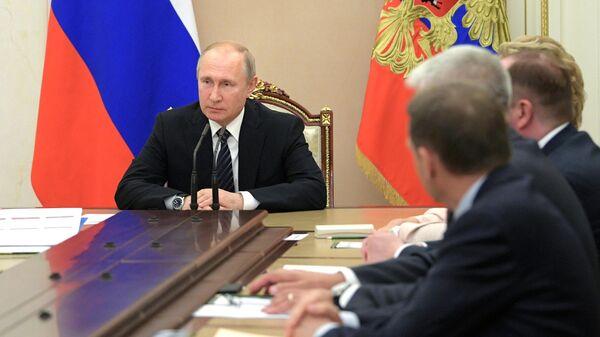 Президент РФ Владимир Путин проводит совещание с постоянными членами Совета безопасности. 12 июля 2019