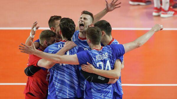 Волейболисты сборной России радуются победе в матче Лиги Наций