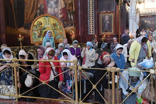 Очередь прихожан в храме Христа Спасителя, где находятся мощи святых Петра и Февронии, доставленные из Свято-Троицкого женского монастыря Мурома
