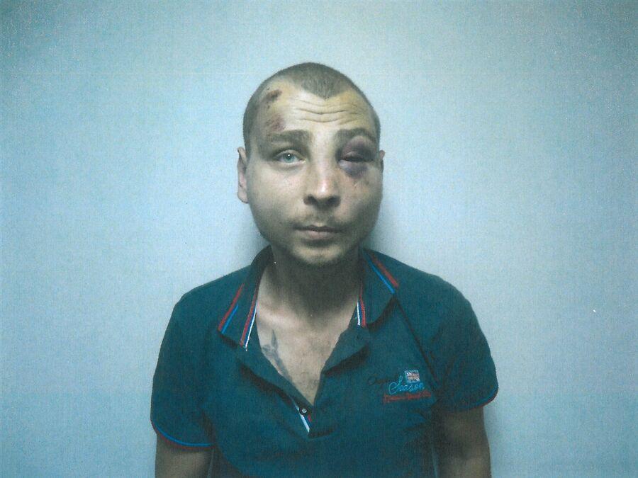 Бывший заключенный тюрьмы на территории аэропорта в Мариуполе