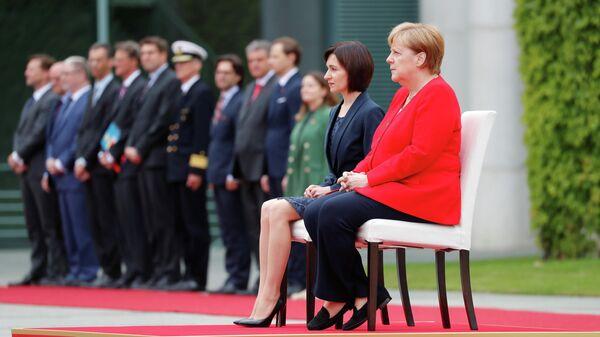 Канцлер Германии Ангела Меркель и премьер-министр Молдовы Майя Санду во время церемонии встречи в Канцелярии в Берлине, Германия. 16 июля 2019