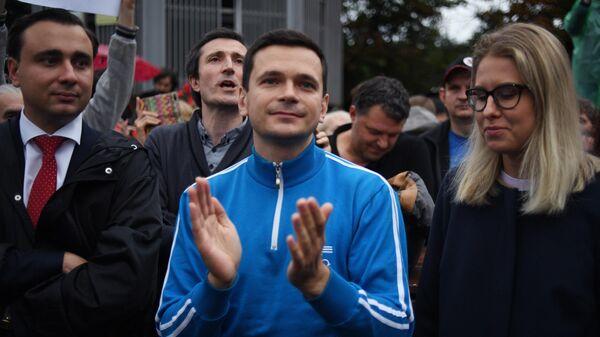 Незарегистрированные кандидаты в депутаты Московской городской думы Иван Жданов, Илья Яшин и Любовь Соболь
