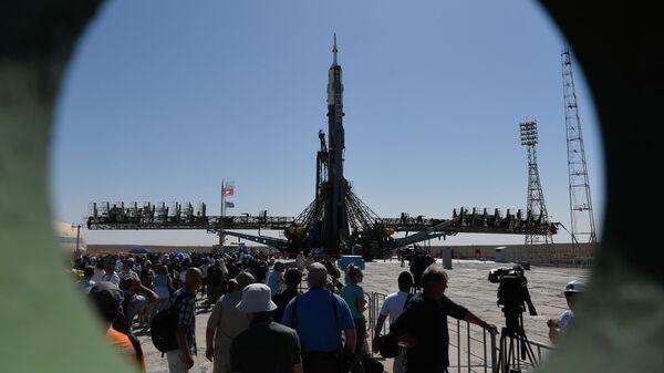 Ракета-носитель Союз-ФГ с пилотируемым кораблем Союз МС-13 на стартовой площадке космодрома Байконур. 18 июля 2019