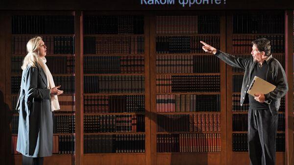 Сцена из спектакля режиссера Робера Лепажа Семь притоков реки Ота