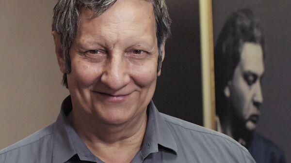 Канадский режиссер театра и кино, актер, драматург и сценарист, основатель и художественный руководитель квебекского театра Ex Machina Робер Лепаж