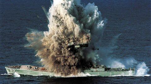 Военный корабль Torrens, подорванный самонаводящейся торпедой Mark 48