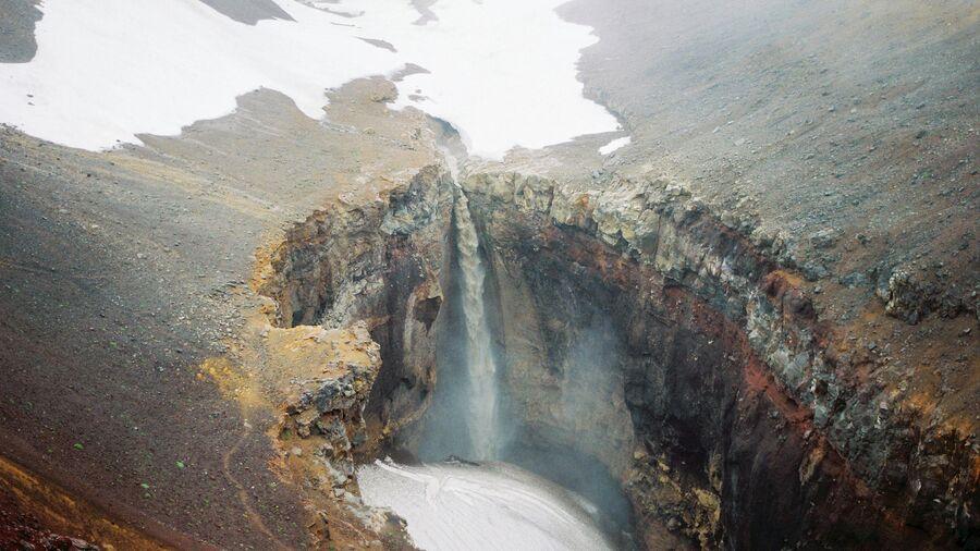 Камчатка в июле. Водопад в каньоне Опасный