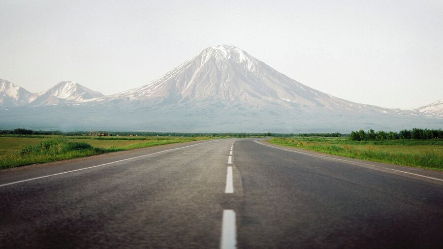Вид на вулканы. Камчатка