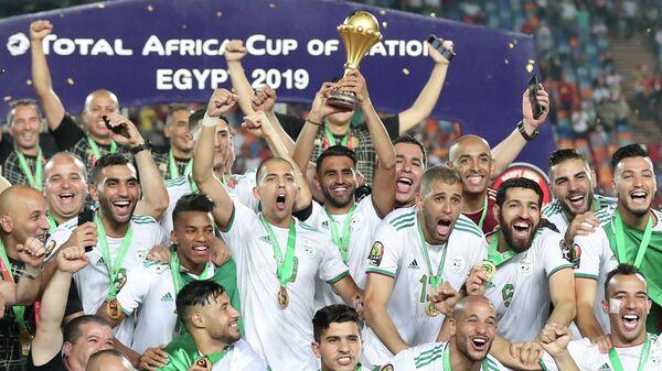 Футболисты сборной Алжира после победы в Кубке Африки