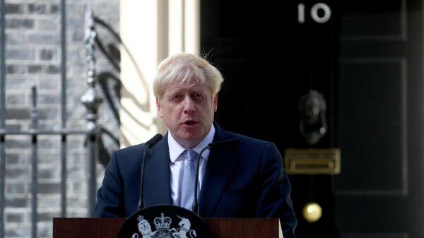 Новый премьер-министр Великобритании Борис Джонсон выступает с речью возле резиденции на Даунинг-стрит в Лондоне. 24 июля 2019