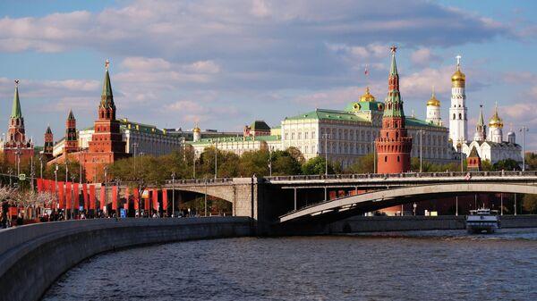 Большой Каменный мост через Москву-реку и Московский Кремль