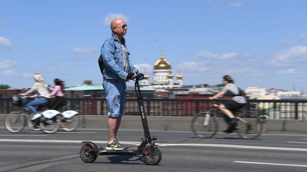 Участники Московского весеннего велофестиваля.