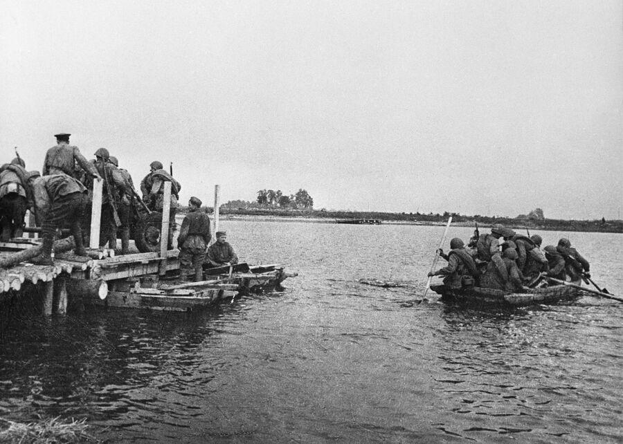 Переправа частей 1-го Белорусского фронта через реку Вислу
