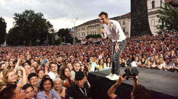 Лидер партии Голос и рок-группы Океан Эльзы Святослав Вакарчук на встрече с избирателями в рамках предвыборного тура Тур перемен во Львове